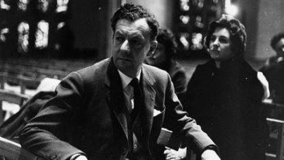 """Бенджамин Бритън в катедралата в Ковънтри преди премиерата на """"Военен реквием"""" през 1962 г."""