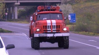 Пожарът в халета за преработка на скрап е овладян от 9 пожарни автомобила с 22-ма пожарникари.