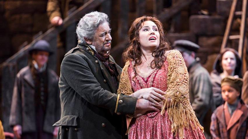 Пласидо Доминго и Соня Йончева в сцена от операта