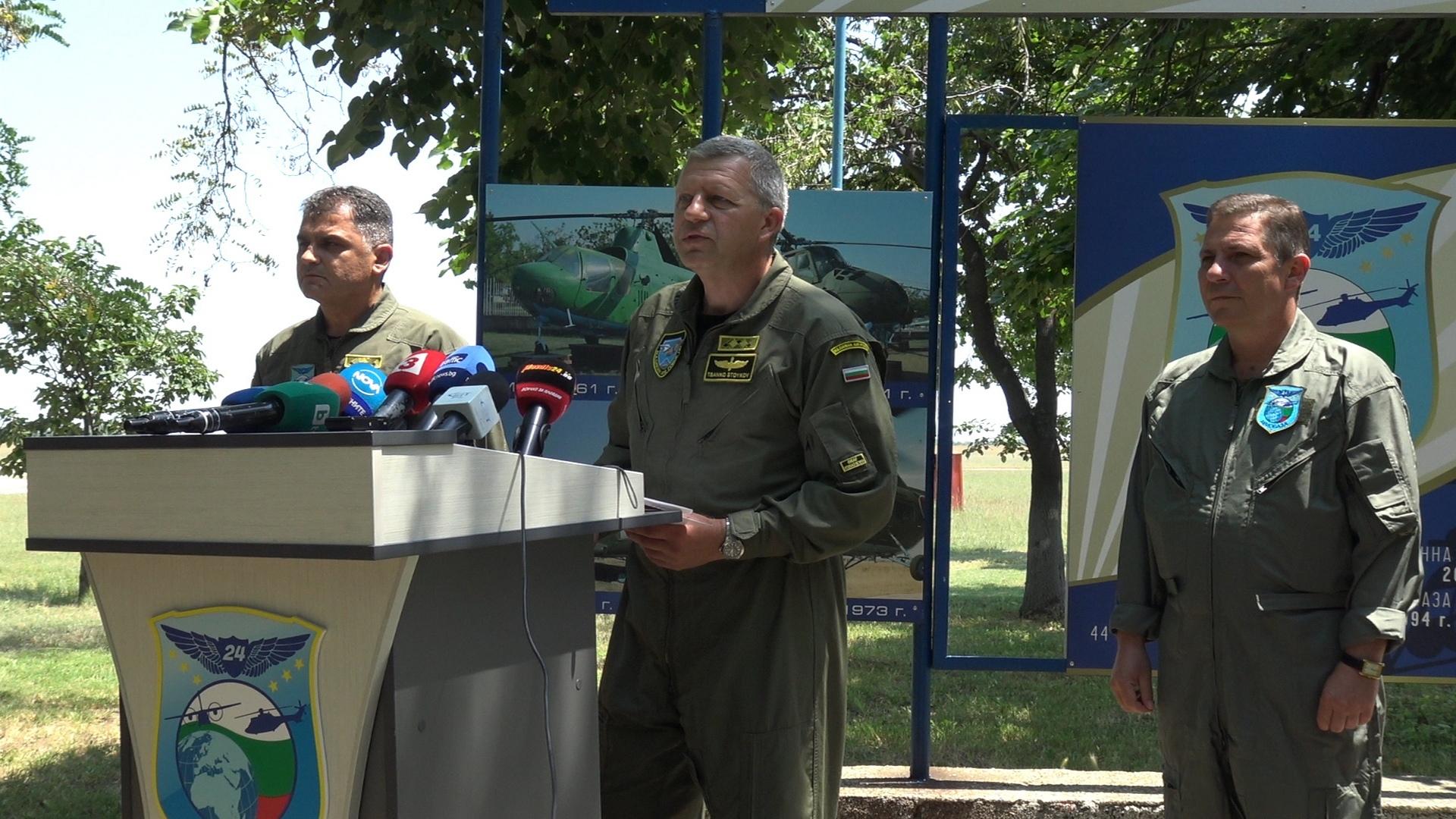 Брифинг на началник ВВС ген. Цанко Стойков в авиобаза Крумово