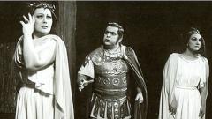 """Мария Бохачек като Норма (вляво), Тодор Костов като Полионе и Мари Крикорян като Адалджиза в сцена от """"Норма"""" на Белини"""