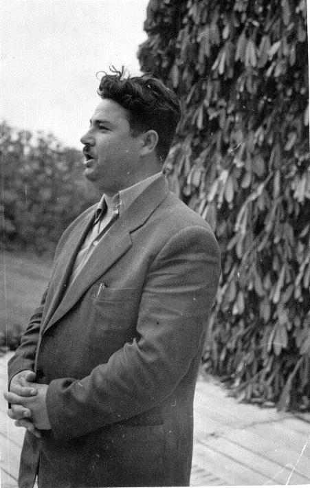 Георги Павлов от с. Визица на сцената на събора, 1960 г. Архив: Георги Драганов