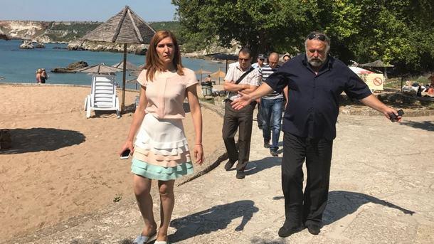 Министар Ангелкова за време једне од спроведених провера на плажама у нашим летовалиштима