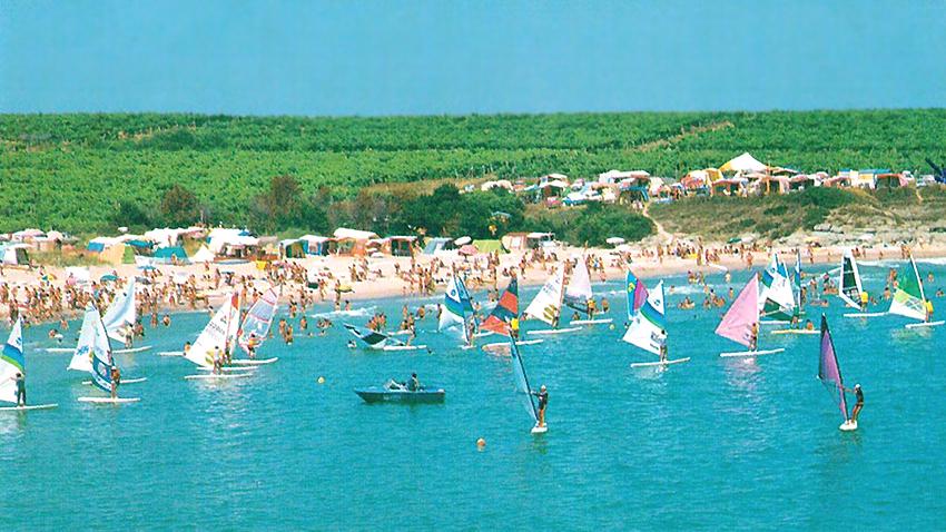 Ежегодната сърф-регата в залива Арапя – една от първите в България и истинско събитие през онези години.