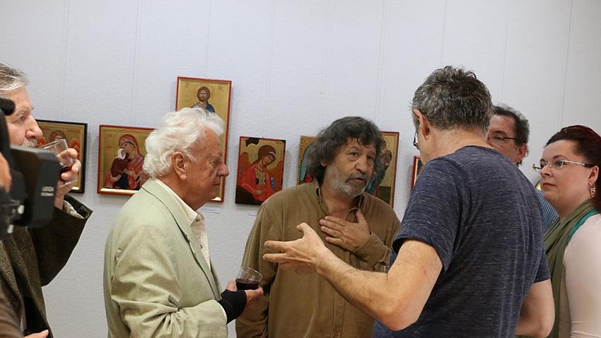 На 16 май 2017 г. в залата на БКИ Братислава се откри изложба на зографа и реставратора Красимир Костадинов (в средата), посветена на 24 май - Деня на българската просвета и култура и на славянската писменост.