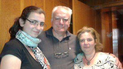 Дъщерята Деяна, Росен и Йоланта Ценови (отляво надясно)