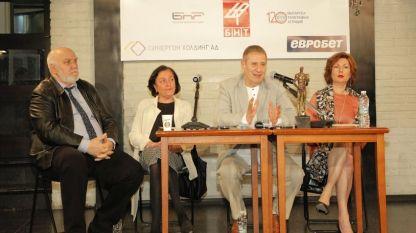 На снимката (отляво надясно): Мирослав Пашов, Розалия Радичкова, Милен Миланов, проф. Виолета Дечева