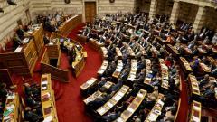 Премиерът на Гърция Алексис Ципрас изнася реч по време на дебат в парламента в Атина.