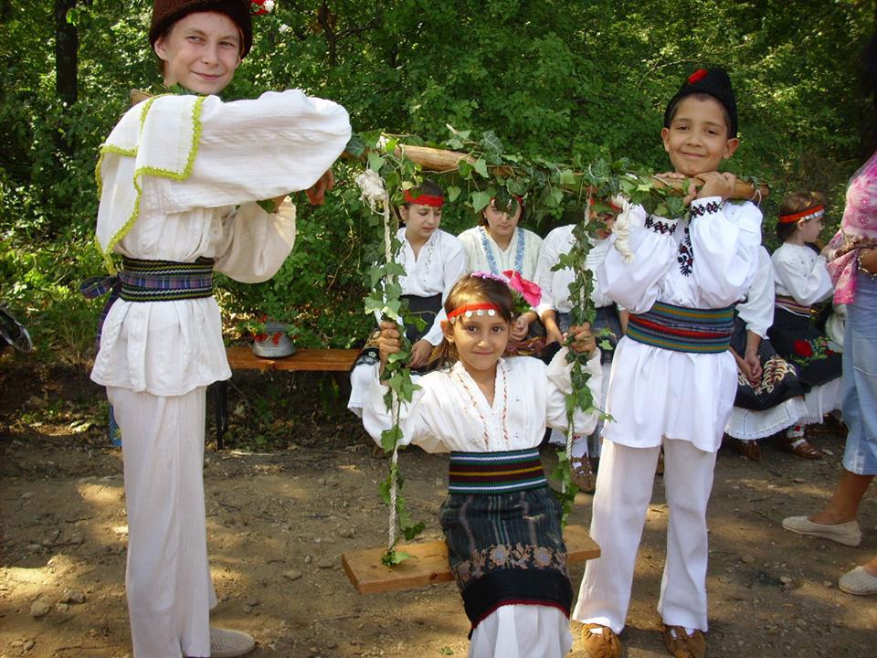 Традициите в село Винарово се предават на младото поколение