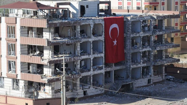 Една от разрушените при взрива сгради