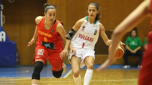 България стартира със загуба в група