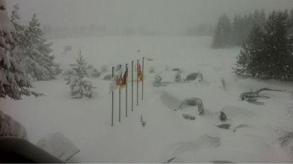 """Сняг блокира 180 спортисти във високопланинската база """"Белмекен"""""""