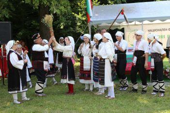 Самодейци от село Жълтеш