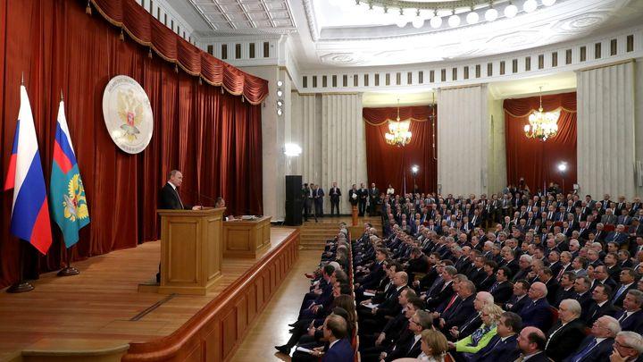 Президентът Владимир Путин говори пред руски дипломати и постоянни представители, събрали се на съвещание в Москва.