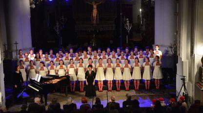 """Концерт на Детския радиохор в катедралата """"Свети Петър"""" в град Пюрс, 8 декември 2016 г."""