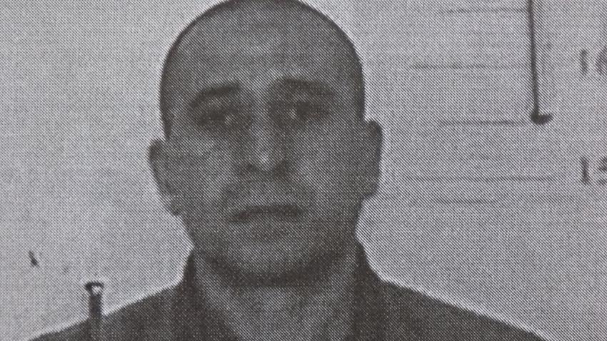 Борис Иванов е избягал от затвора в Ловеч. Мъжът е на 48-години, той е среден на ръст, с кафяви очи и къса, черна коса.