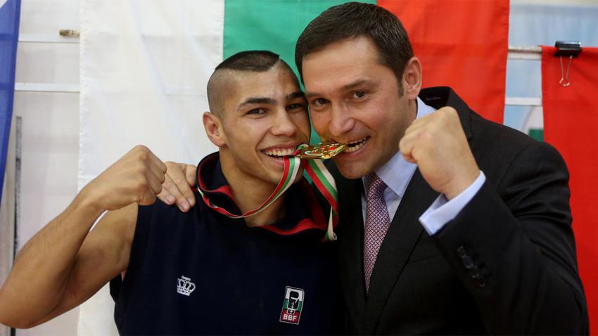 Даниел Асенов с президента на Българската федерация по бокс Красимир Инински.