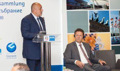 Ministerpräsident Borissow (links) und der Präsident der DBIHK Tim Kurth auf der Vollversammlung in Sofia.