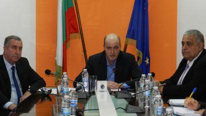 Областният управител Момчил Станков представи екипа си- заместниците Огнян Ценков (вляво) и Любомир Низамов
