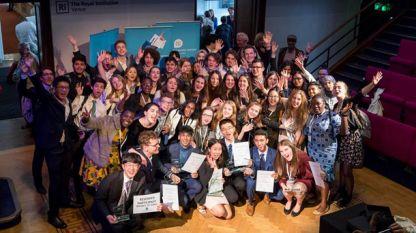 Всички участници в Международния финал по публична реч в Лондон