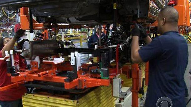Индустриалното производство се повиши слабо през юли, но след много