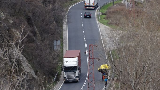 Движението по пътя Благоевград - Сандански, в началото на Кресненското