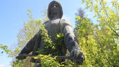 Статуята на металурга в ОЦК-Кърджали