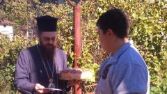 Белоградчишкият епископ Поликарп връчи дарението на Павел в Средогрив