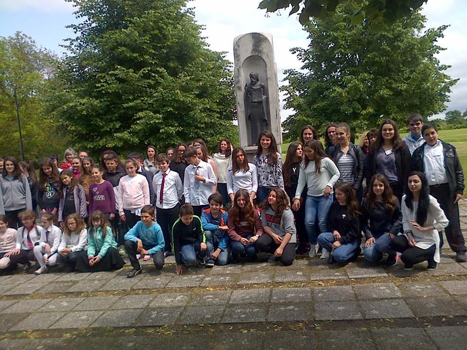 деца от българските училища в Дъблин, Прага, Париж и Будапеща.