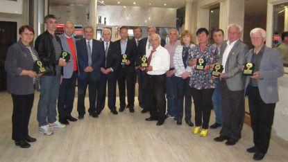 Спортистите ветерани бяха наградени във Враца. Сред гостите бе депутатът Иван Генов / четвртият от ляно надясно/.