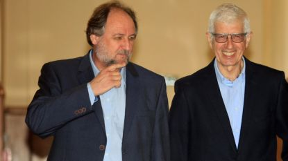 Румен Овчаров и адвокатът му Васил Василев (вляво)