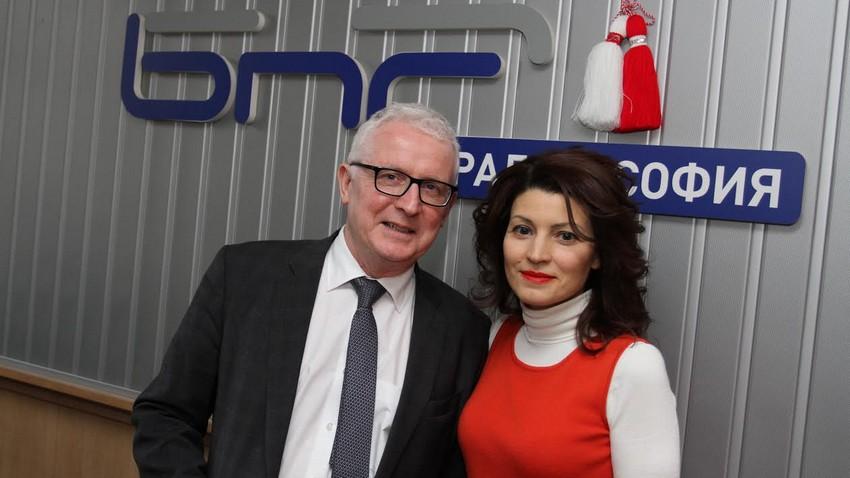 Посланикът на Ирландия Майкъл Форбс и Лили Друмева