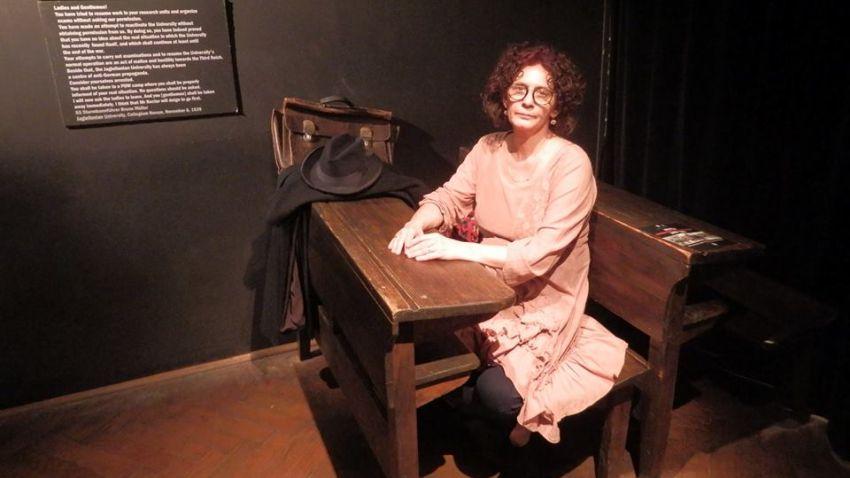 Михайлина Павлова в музея на Оскар Шиндлер в Краков (Oskar-Schindlers-Enamel-Factory-At-4-Lipowa-Street)