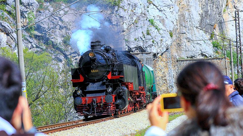 Легендарният парен локомотив Баба Меца; Снимка: БДЖ