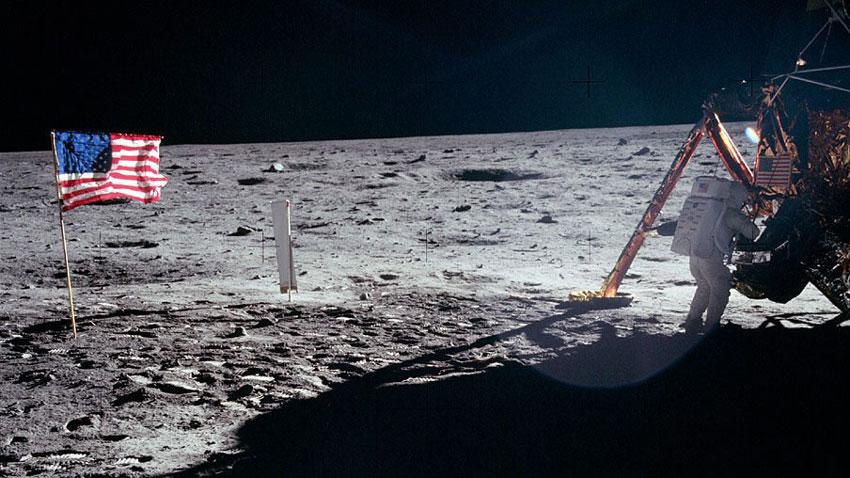 Астронавтът Нийл Армстронг на Луната (снимка на NASA от 20 юли 1969 г.).
