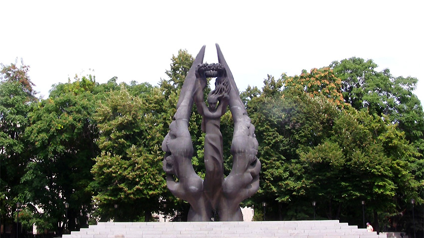 The monument in Plovdiv glorifying the Reunification