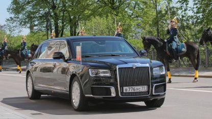 """Новата """"Лимузина Сенат"""", с която Владимир Путин мина днес по кремълския площад в Москва преди полагането на клетва като президент за четвърти път."""