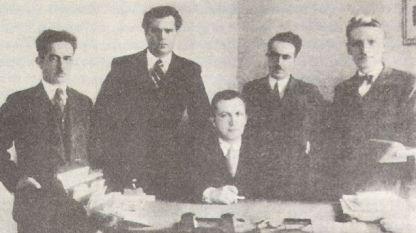 Боян Икономов, ръководител на музикалния отдел на Радио София (в средата) и Софийски мандолинен квартет – 1938 г.