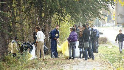 """Почистват старозагорския парк """"Бедечка"""""""