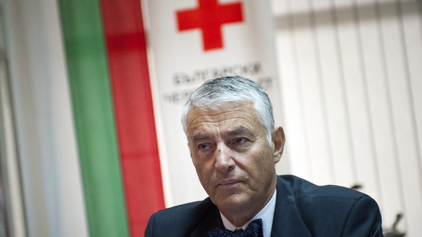 Председателят на Българския червен кръст /БЧК/ Христо Григоров получи наградата