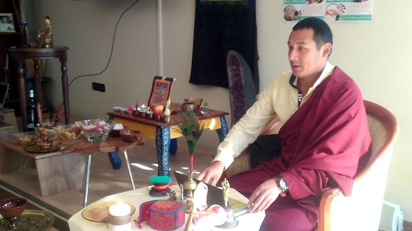 Монахът Фунсо Нямгал от Бутан