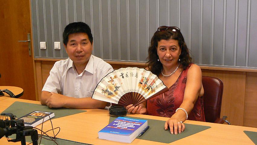 Тиен Дзиендзюн (вдясно) и Мариана Тиен в студиото на програма