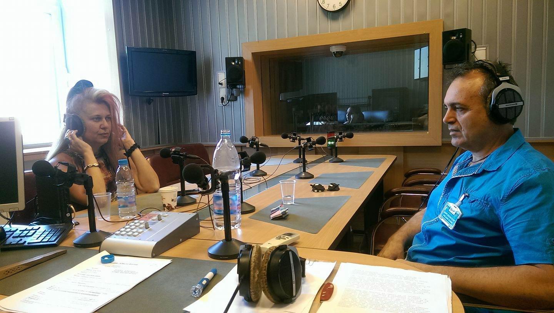 Поетесата и продуцент Весела Райчинова и композиторът Кирил Милчев в студиото на