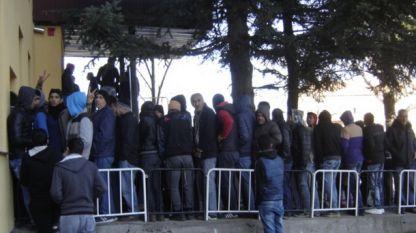 Бежанци чакат за медицински прегледи