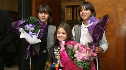 Участниците ни от детската Евровизия - Крисия, Хасан и Ибрахим бяха тържествено посрещнати на летище София
