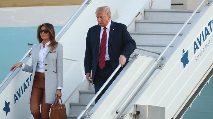 Американският президент Доналд Тръмп и първата дама Мелания Тръмп пристигат на летището в Хелзинки преди срещата с руския лидер Владимир Путин.