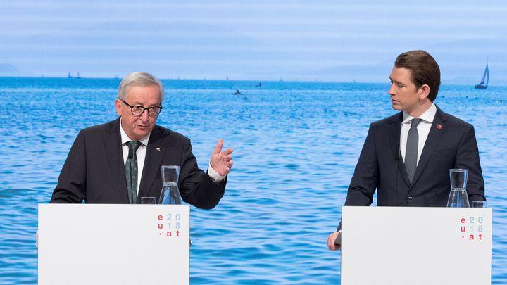 Жан-Клод Юнкер и Себастиан Курц на церемонията по старта на австрийското председателство на ЕС във Виена.