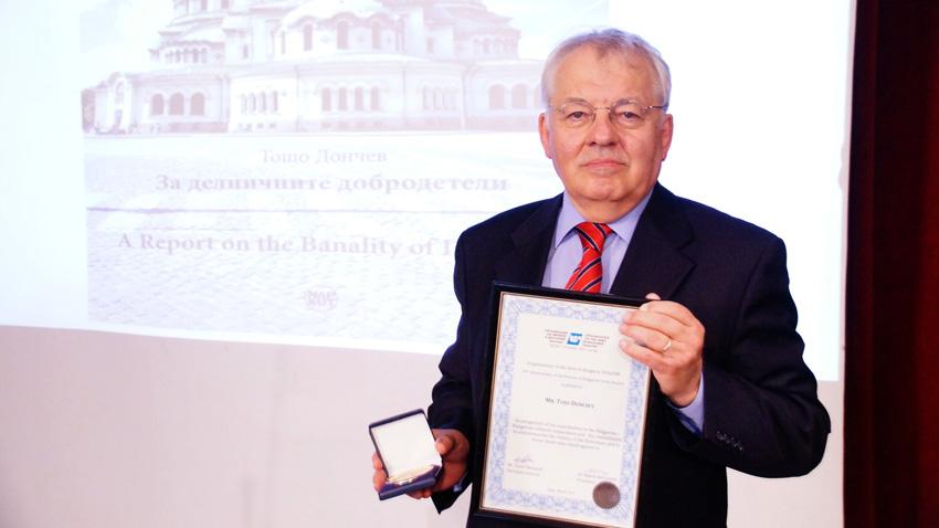 Тошо Дончев по време на награждаването му