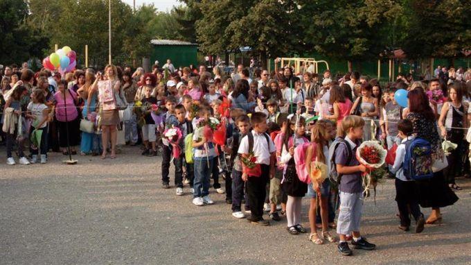 Близо 3000 първокласници тръгват на училище във Варна и общината