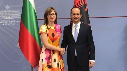Заместник министър-председателят по правосъдната реформа и министър на външните работи Екатерина Захариева и министърът на външните работи на Албания Дитмир Бушати.
